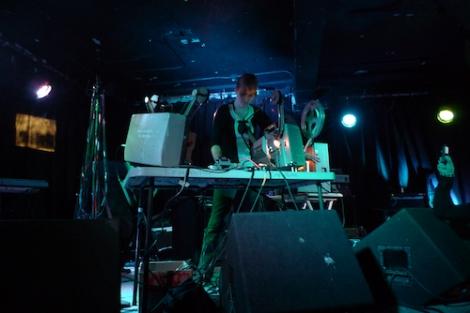 """Lori Felker performing """"Light Makes Music"""" at Empty Bottle, Chicago, November 13, 2011. Courtesy the artist."""
